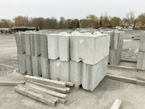 Surplus Large concrete retaining wall blocks and barriers with USA delivery