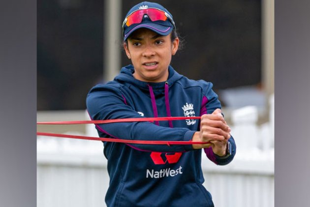 Sophia Dunkley receives first England women's contract
